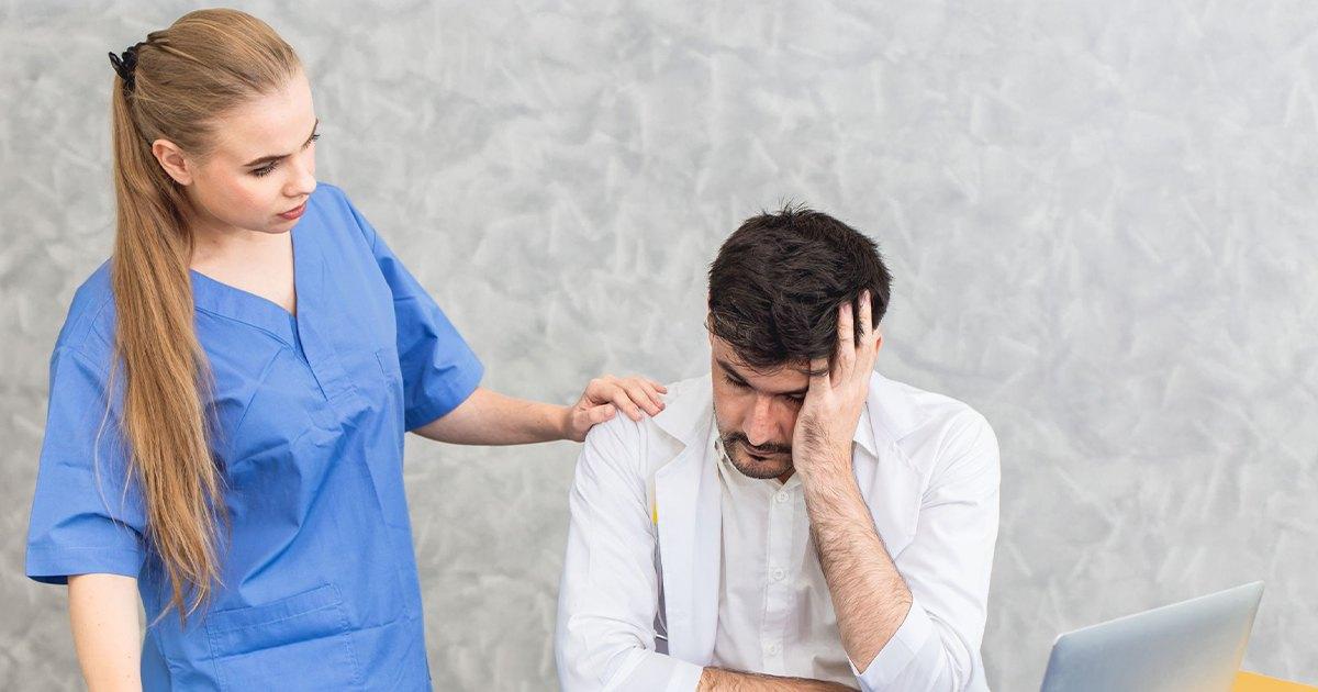 Aké následky má prepracovanosť lekárov a personálu?